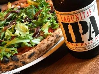Pizza Anchoas con una cerveza IPA